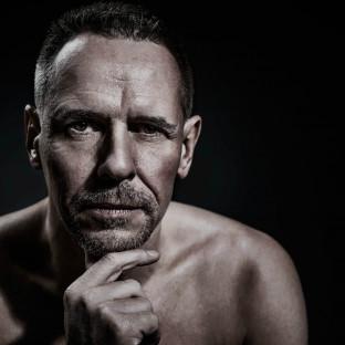 CloseUp-Portrait von Mann im Studio Hamburg