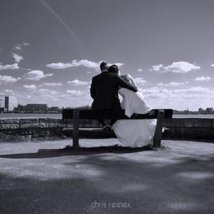 Romantisches Hochzeitsfoto an der Elbe in Hamburg