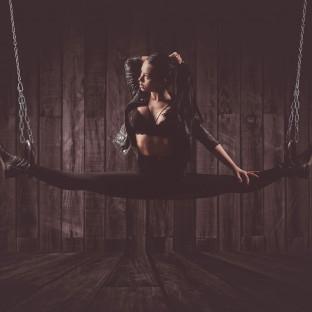 Sexy Foto von Frau im Spagat / Chris Reiner