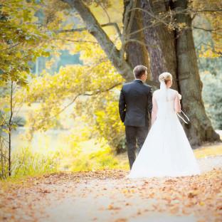 Brautpaar im Wald - frisch verheiratet