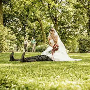 Provokantes Hochzeitsfoto aus Hamburg / Chris Reiner