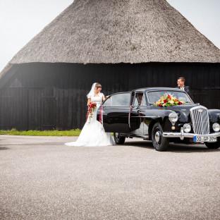 Hochzeitsfoto vor Scheune