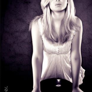 Ästhetisches Foto von junger Frau