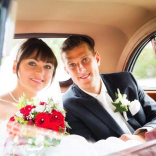 Brautpaar in Oldtimer