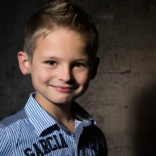 Tolles Kinderportraitfoto von Jungen im Fotostudio Hamburg